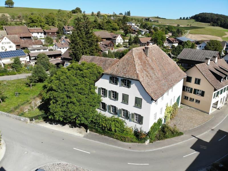 Historisches Anwesen im Dorfzentrum