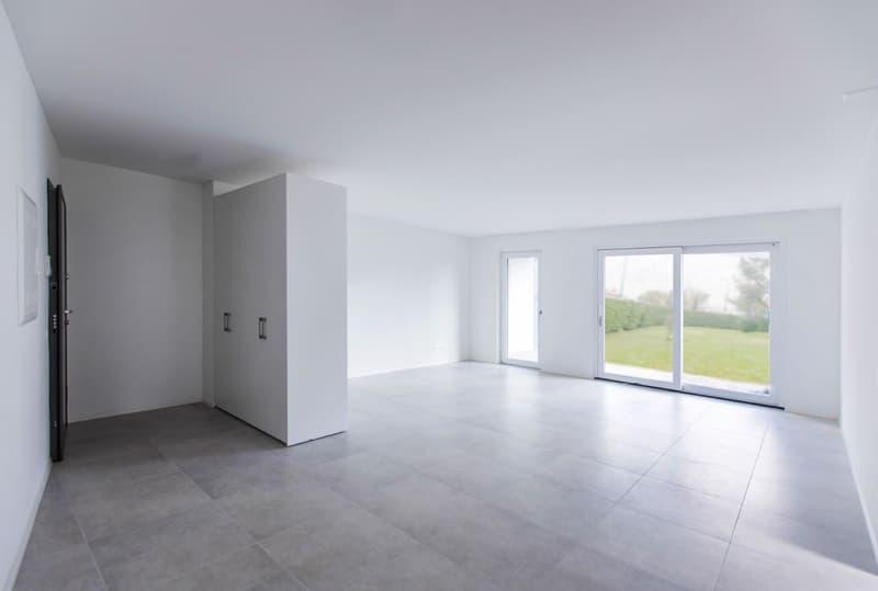 Castione, spazioso e moderno appartamento di 4.5 locali con giardino privato