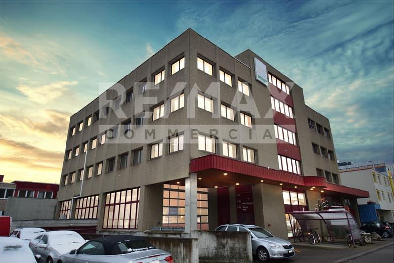 Mehrere helle & freundliche Büro- und Gewerbe-Räume im Kägen