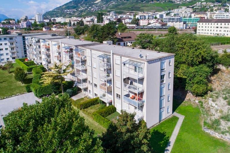2 MOIS DE LOYERS OFFERTS - Spacieux appartement de 3.5 pièces partiellement rénové avec grand balcon et vue dégagée. (1)
