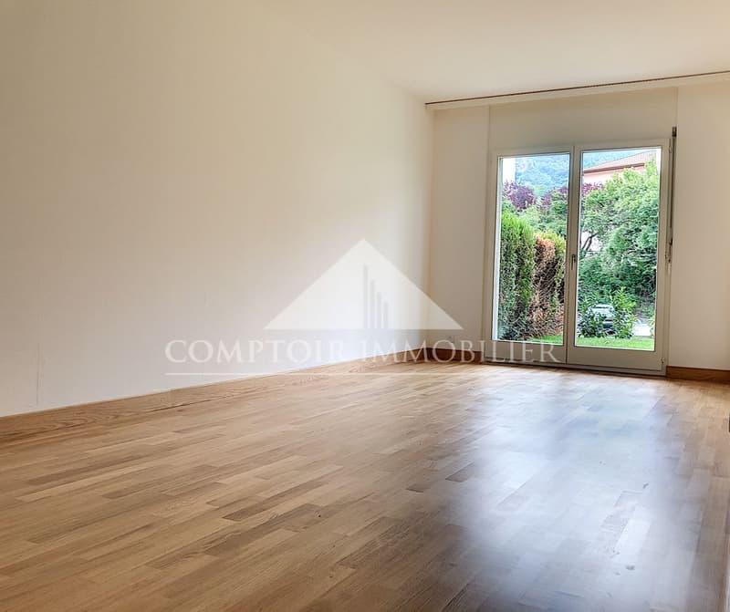 1 MOIS DE LOYER OFFERT - Spacieux appartement partiellement rénové de 2.5 pièces avec pelouse privative. (2)