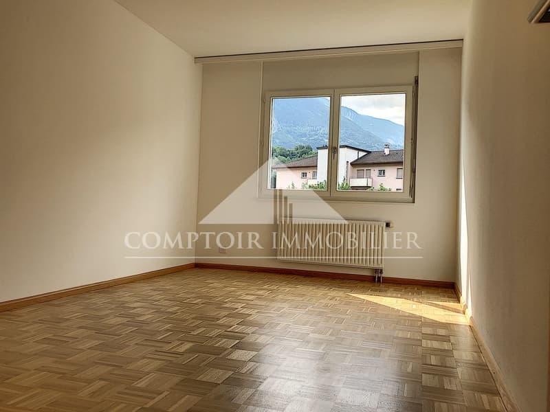 2 MOIS DE LOYERS OFFERTS - Spacieux appartement de 3.5 pièces partiellement rénové avec grand balcon et vue dégagée. (4)