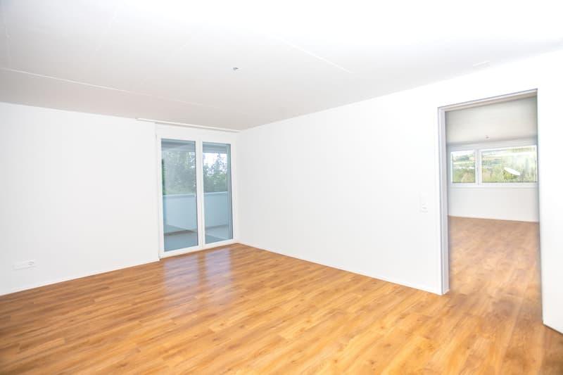 Grosszügiges Zimmer 1 (20.4m2) mit Direktanschluss zum Bad, Terrasse und Wohnzimmer