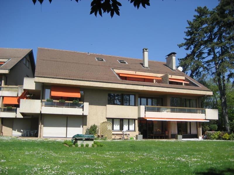 Appartement de 4 pièces d'environ 153 m2 dans un immeuble résidentiel