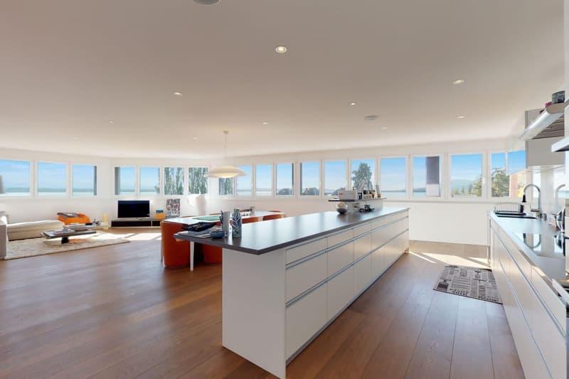 Attique avec vue panoramique sur le lac et loggia de 27 m2