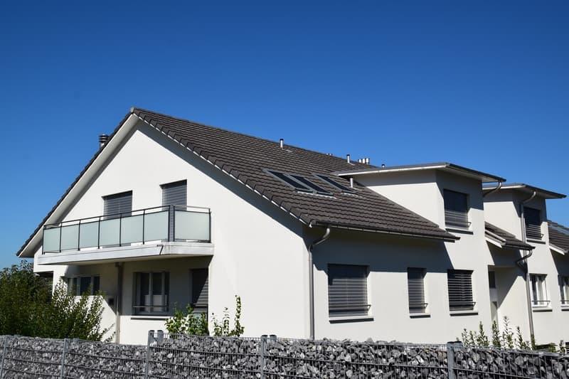 moderne 3 1/2 Zimmer Dachwohnung, 2 Terrassen, schöne Fern- und Seesicht