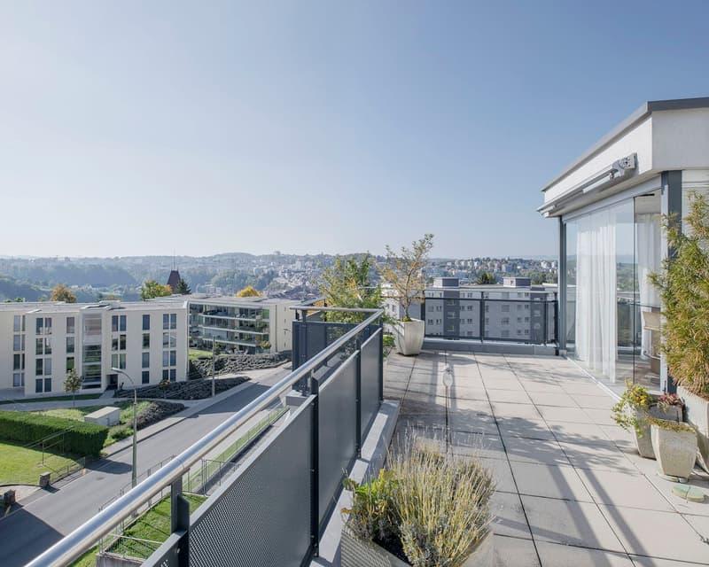 Magnifique attique de 150 m2 en ville de Fribourg avec terrasse de 85m2