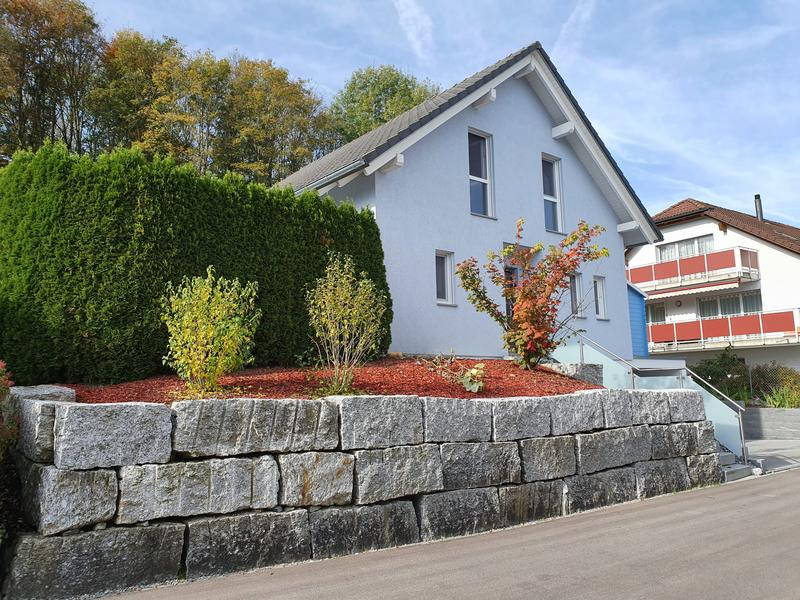 Seltenes freistehendes Einfamilienhaus direkt am Waldrand