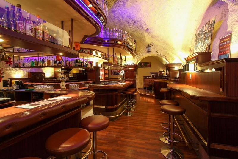 Rustikales Pub an bester Lage in Mels / Starthilfe: risikofreie Umsatzmiete