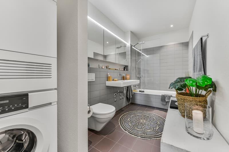 Badezimmer mit Badewanne Musterwohnung  (Typ 13)