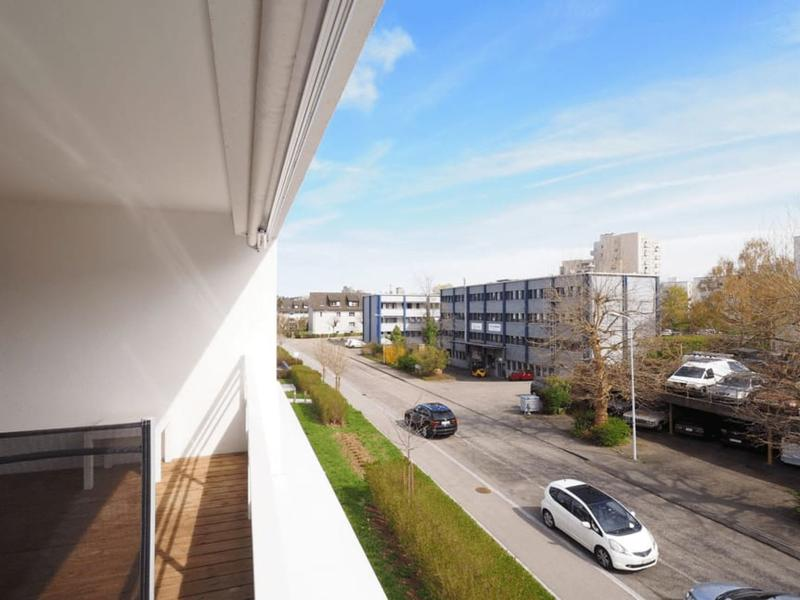Moderne, grosse und helle Eigentumgswohnung mit grossem Balkon und Einstellhallenplatz
