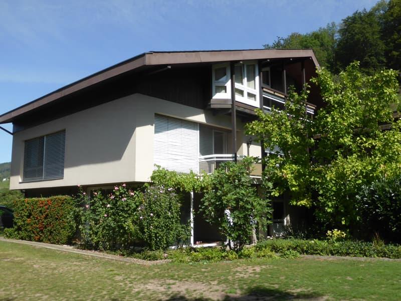 Grosszügiges Einfamilienhaus mit Swimmingpool und sep. Landparzelle ausserhalb Bauzone