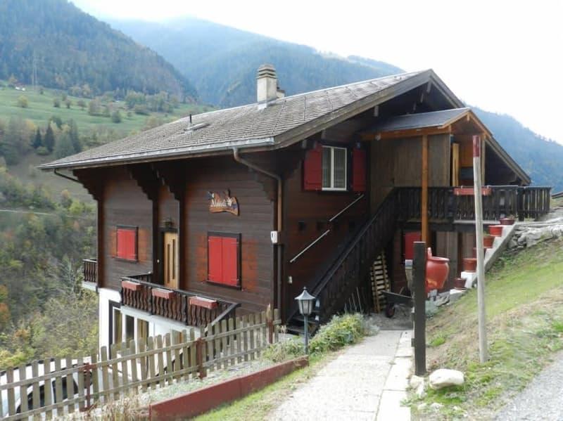 Heimeliges Haus mit zwei Wohnungen unterhalb der Aletscharena