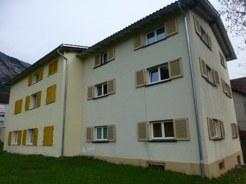 grosse helle 4 Zimmer Wohnung im netten Familienhaus mit schönem Aussicht! (1)