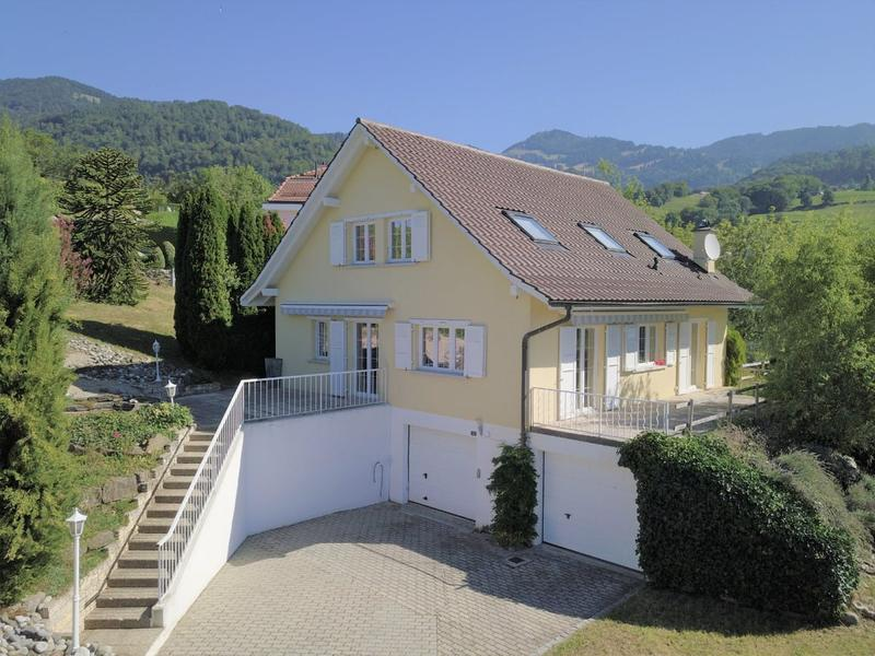 CHAILLY-MONTREUX  -  SPACIEUSE VILLA INDIVIDUELLE 5.5 PIECES