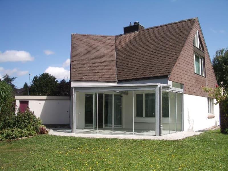 Sonniges 5.5 Zimmer-Einfamilienhaus, Wintergarten, Biotop, grossem Garten, Garage und Parkplätze