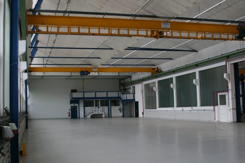 Halle im Erdgeschoss mit Laufkrane