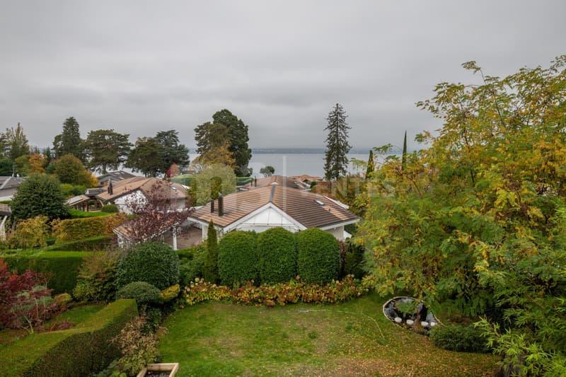 Ravissante villa familiale en demi-niveaux avec vue sur le lac