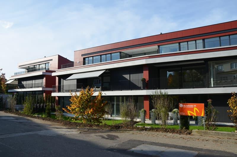 Hochwertig ausgebaute Wohnung mit grossem gedecktem Balkon gegen Süden - ERSTBEZUG