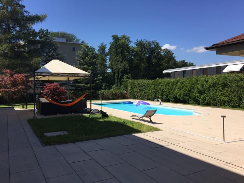 WG-Zimmer in Villa mit grossem Garten inkl. Swimmingpool