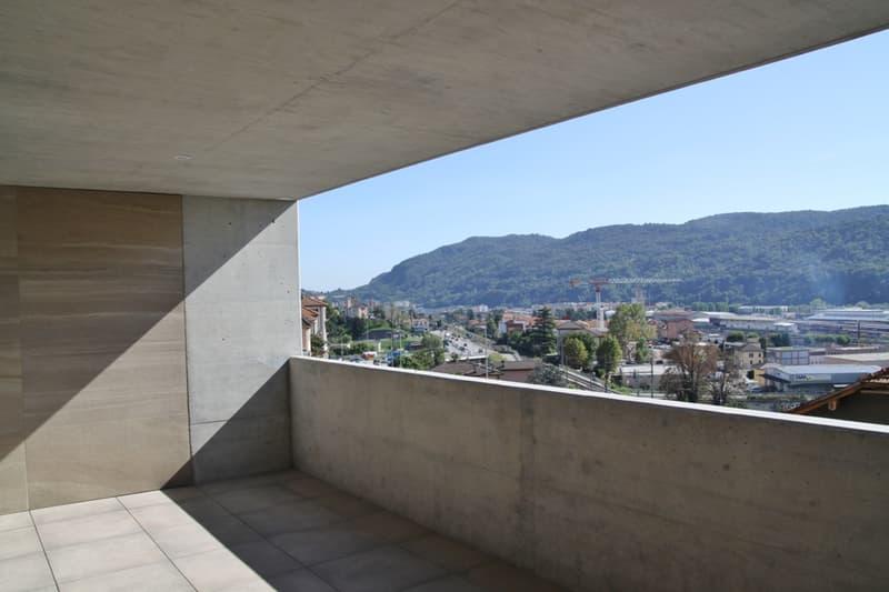 Nuovo appartamento di 2.5 locali, grande terrazza panoramica, lavanderia privata, ben esposto