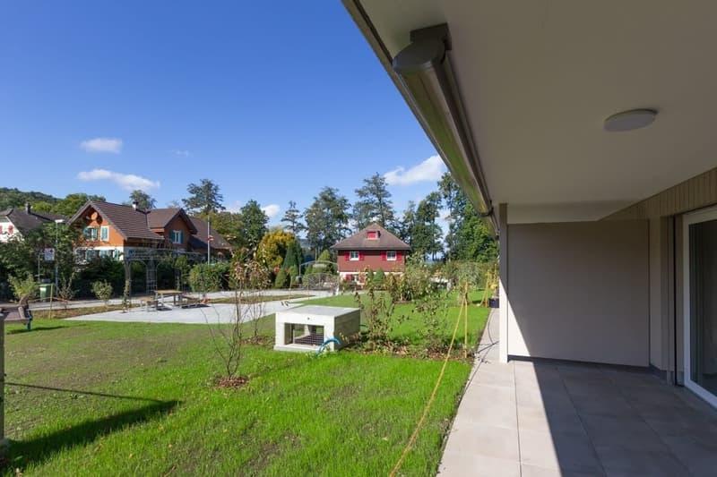 2.5-Zimmer Wohnung, 100 m zum See und bereit für den Ausbau