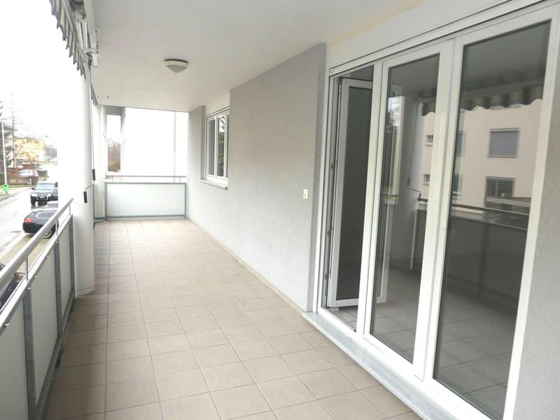 MFH Eiken: Helle 4.5 Zi-Wohnung im 1.OG mit 20 m² grossem Balkon