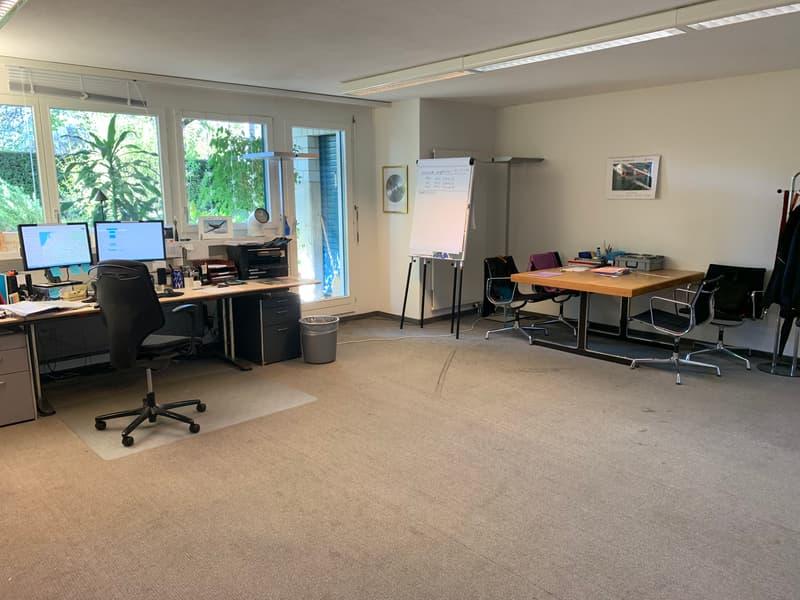 Büroraum im Herzen von Zürich-Höngg zu vermieten