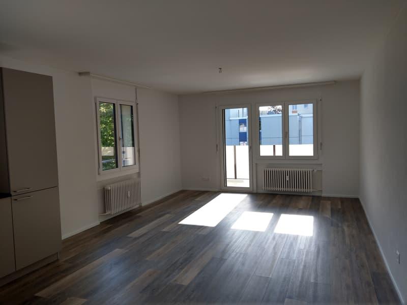 Wohnzimmer mit Zugang Balkon