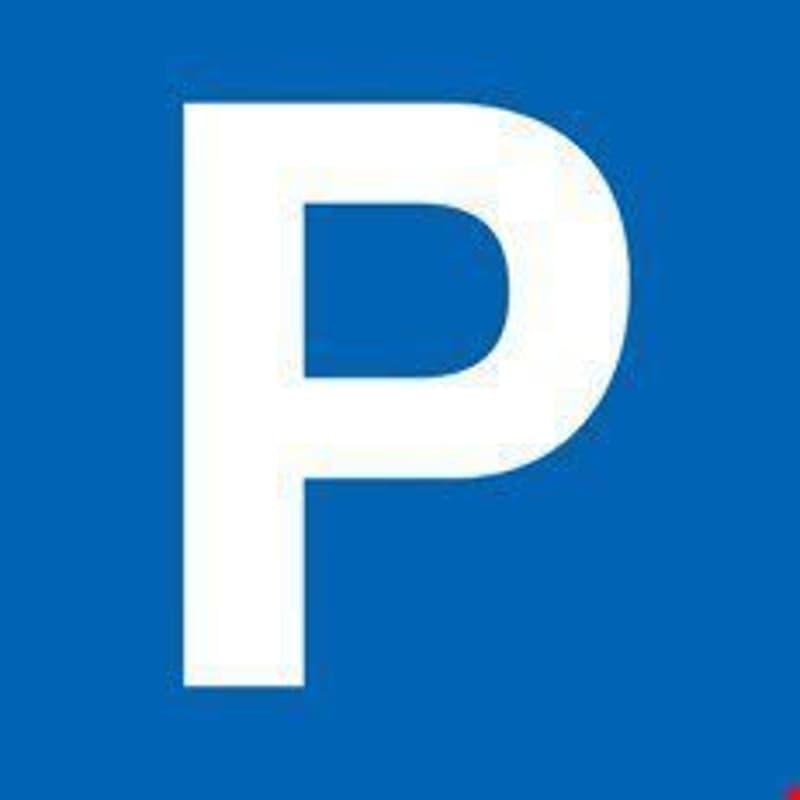 Garagenparkplatz / Place de parc en garage