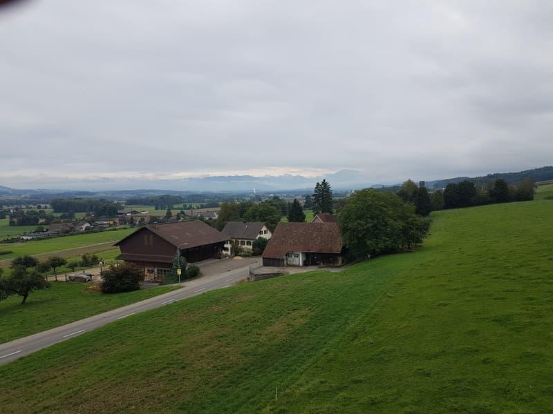 Wunderschöne Sicht in die Berge vom oberen Balkon aus