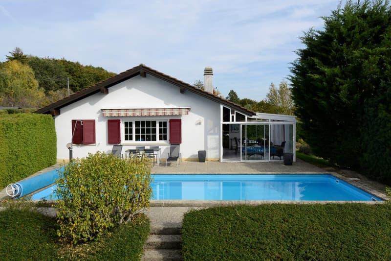 Calme et verdure pour cette villa individuelle de 6,5 pièces avec piscine