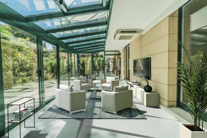 Appartement de haut standing avec terrasse et jardin privatif, à quelques pas de l'École Internationale