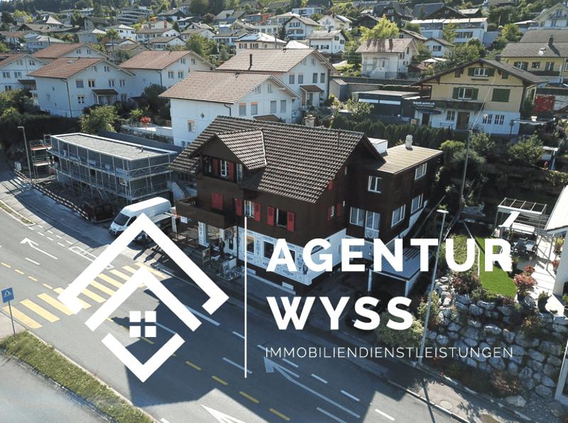 """Agentur Wyss: """"Casa Speculo"""" Schönes Zweifamilienhaus mit Gewerbeteil"""