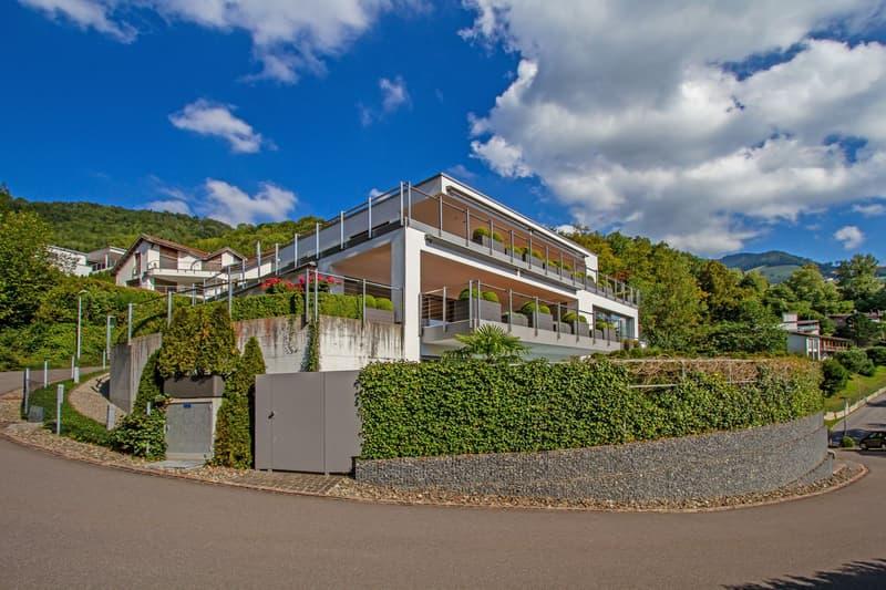 Atemberaubende Luxusvilla mit See- und Alpensicht und Pool