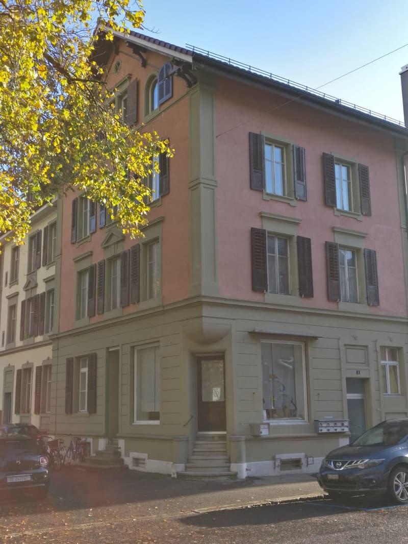 Eckhaus, Wohnung 2. Stock, Eingang rechts