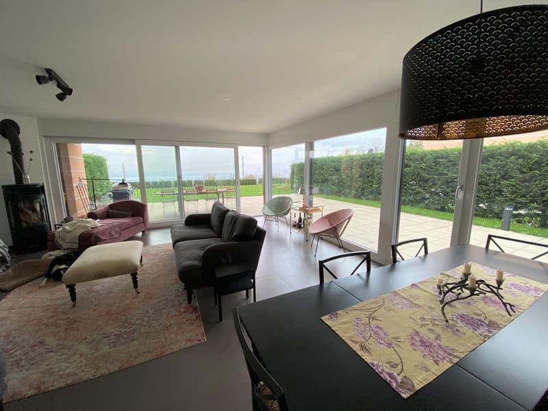 Villa jumelle de 4.5 pièces avec vue sur le lac et les Alpes
