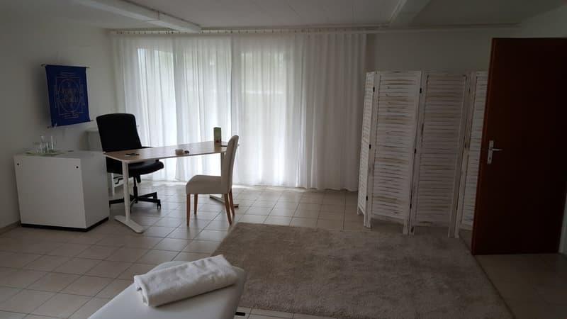 Büro-/Gewerberaum in Mehrfamilienhaus
