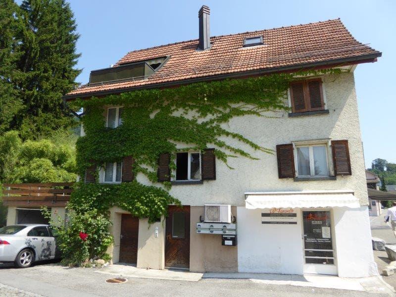 wunderschöne 2.5 Zimmer Wohnung zu vermieten in nettem kleinen Mehrfamilienhaus