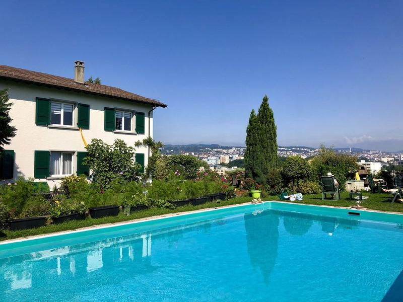 Spacieux studio dans une villa avec accès piscine !