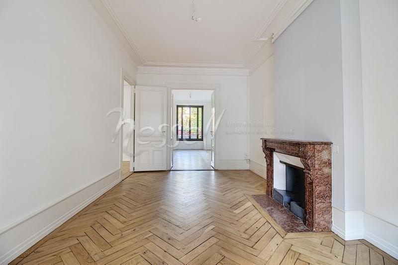 Bel appartement traversant et rénové au coeur des Eaux-Vives