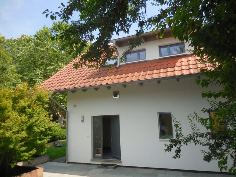 Magnifique villa lumineuse de 5.5 pces, situation très calme et ensoleillée