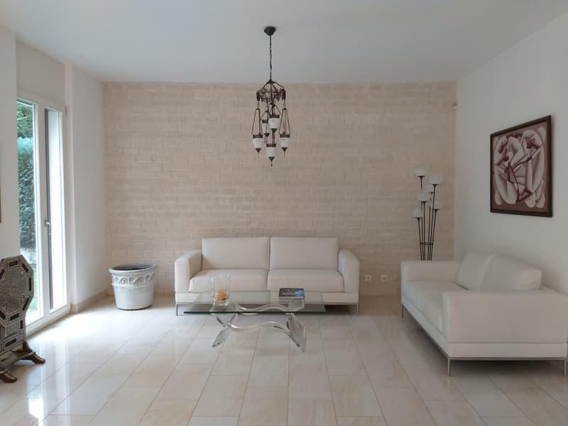 Magnifique et spacieuse villa mitoyenne de 8 pièces à BELLEVUE