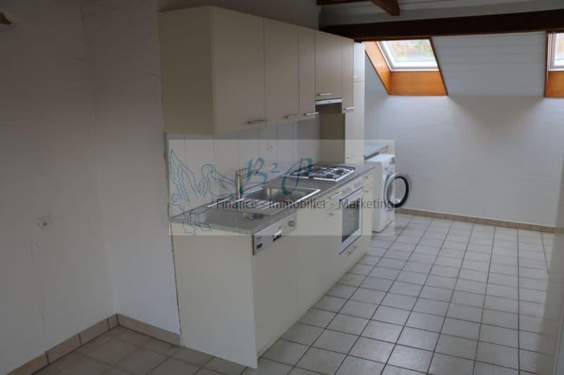 A louer au centre du village de Colombier, un appartement de 2.5p avec du cachet
