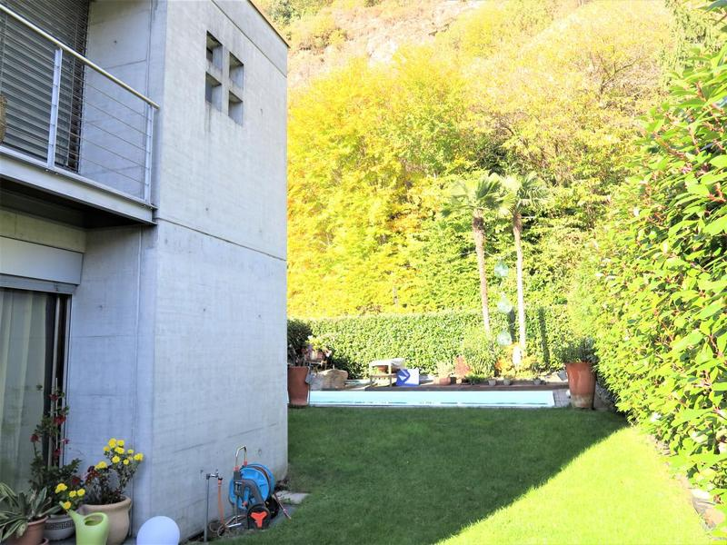 Ampio giardino e piscina