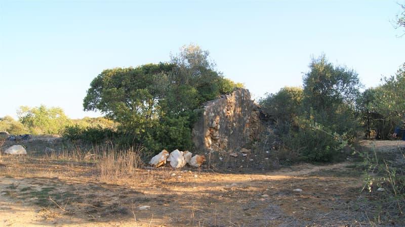 Bauland mit Ruine, ideal für kleines Landhaus