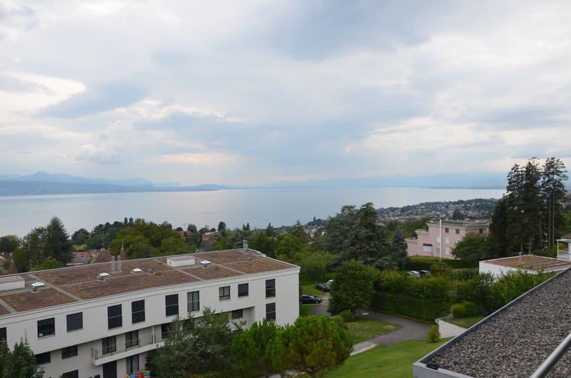 Opportunité rare à saisir ! Magnifique appartement de 5.5 pièces avec jardin d'hiver et vue panoramique sur le lac et les montagnes