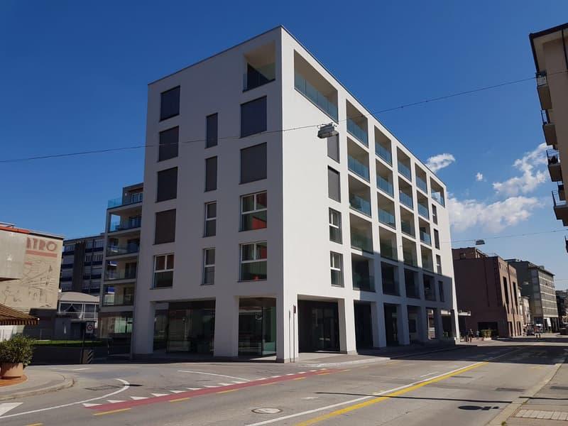 Ihr modernes Büro / Ladenlokal in der Residenza ai Portici – im Herzen von Chiasso