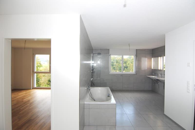 Badezimmer mit Zugang zum Elternzimmer