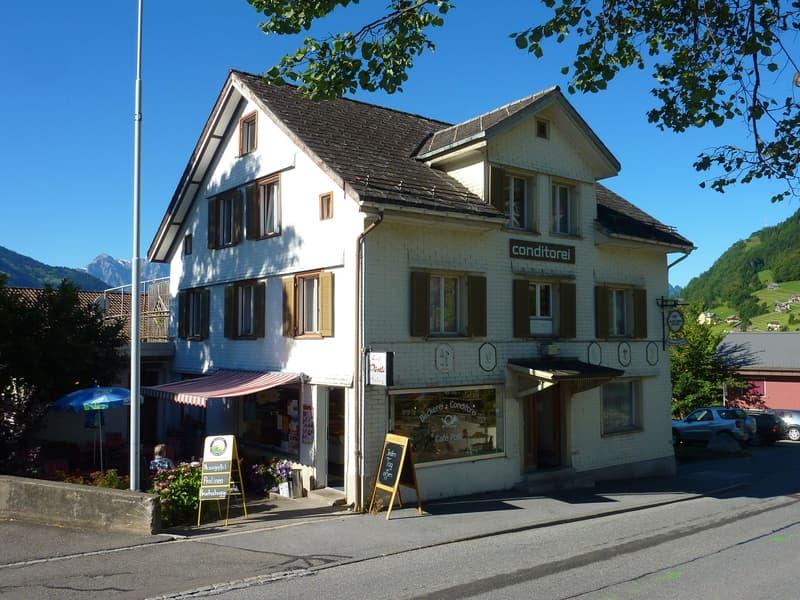 Wohn- und Geschäftshaus mitten im Dorfkern
